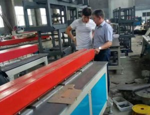 Plastic sheet welding machine
